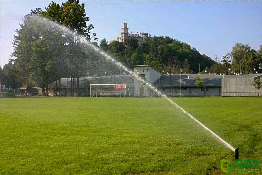 Závlaha fotbalového hřiště v Hluboké nad Vltavou